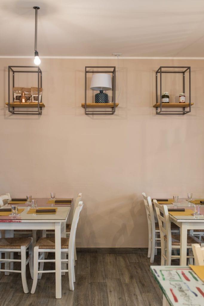 Mensole di design contemporaneo per ristorante